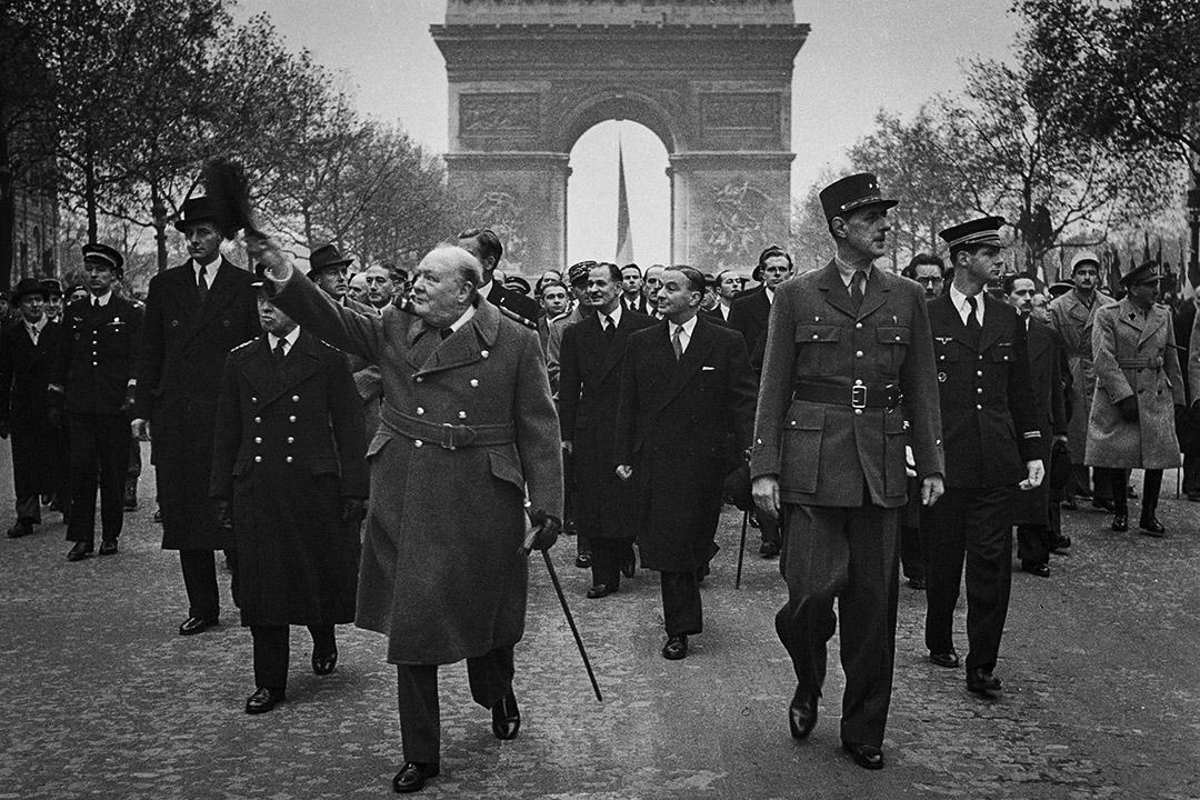 1944年11月11日,英國首相溫斯頓丘吉爾和戴高樂將軍於法國巴黎。