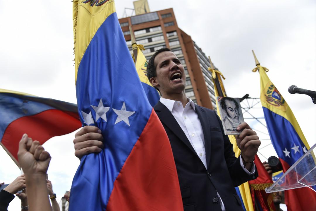 2019年1月23日,委內瑞拉反對派大遊行,反對黨領袖、議會主席胡安·瓜伊多(Juan Guaido)宣稱為「臨時總統」,獲美國承認。 攝:Carlos Becerra/Getty Images