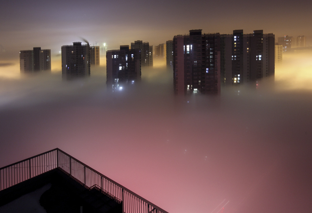 2013年1月,北京一共遭遇了26天重污染天氣,「霧霾」迅速成為全國乃至國際關注的公共議題,民眾怨聲載道。