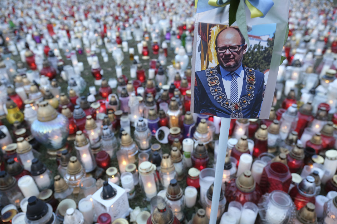 2019年1月17日,悼念會上有阿達莫維茨(Pawel Adamowicz)肖像,被眾多蠟燭包圍。