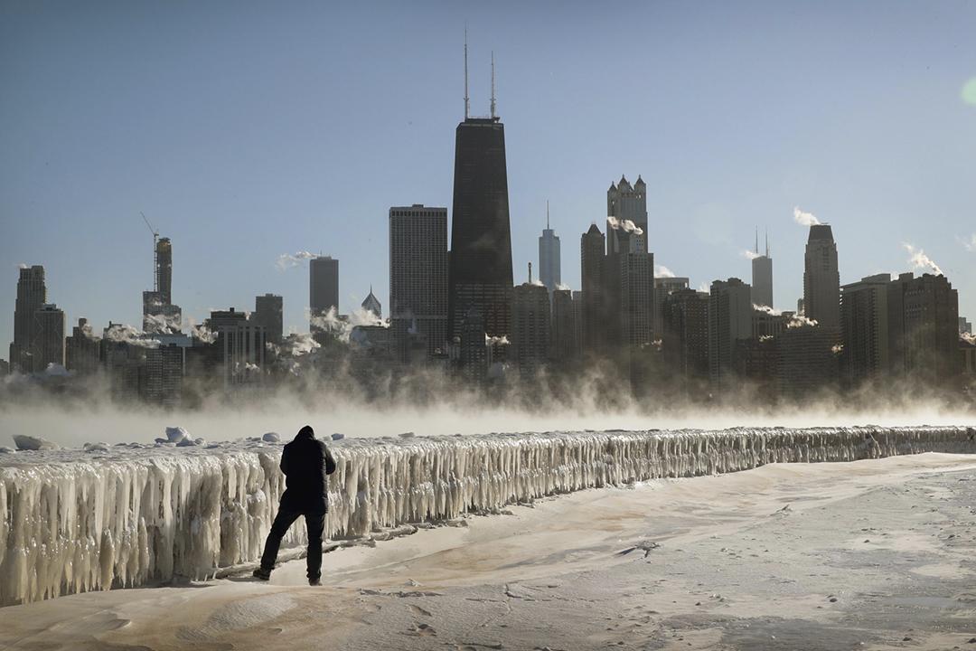 美國中西部持續受極地渦旋影響,多個州份遭遇暴風雪侵襲,造成至少12人死亡。圖為2019年1月30日的芝加哥景象。 攝:Scott Olson / Getty Images