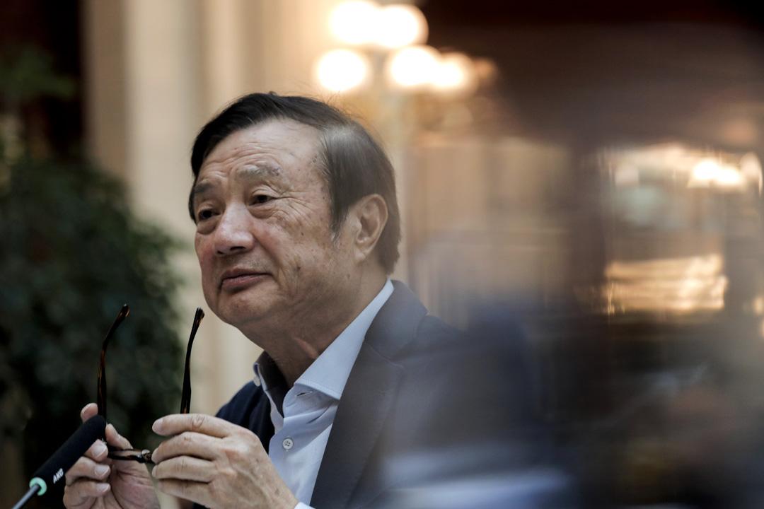 2019年1月15日,深圳,華為創始人兼首席執行官任正非在當日舉行的圓桌會議上與媒體聊天。