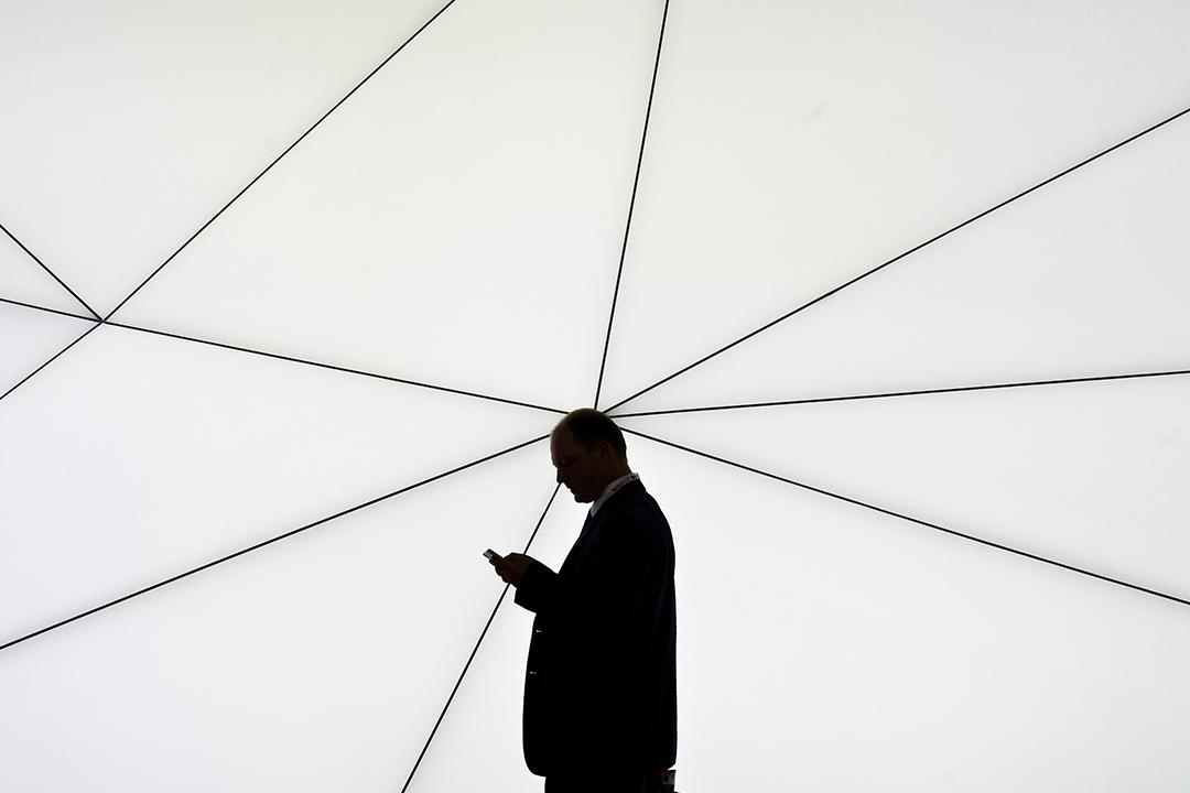 德國《社交網路強制法》在2017年10月施行,對社交網路平台業者課以一定期間內删除或屏蔽違法內容的義務,並以高額罰金的行政處罰來保證法令的施行效果。  攝:David Ramos/Getty Images