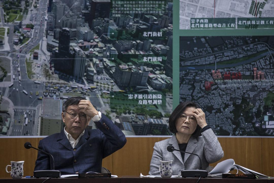 2018年12月13日,總統蔡英文與台北市長柯文哲在台北西區門戶計劃的簡報會上。