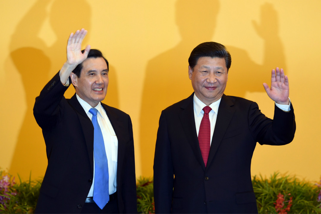 2015年11月7日,時任台灣總統馬英九與中國國家主席習近平在新加坡舉行會晤。 攝:Roslan Rahman/Getty Images