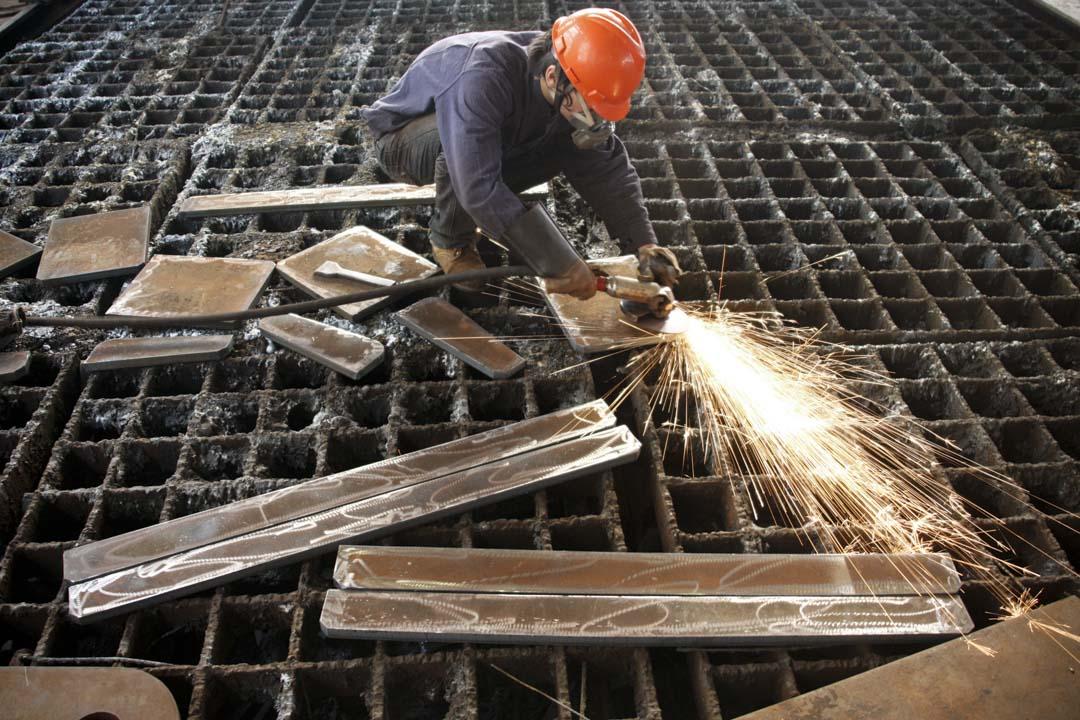 河北共有700多家涉鋼企業,截至2015年,鋼鐵工業主營收入完成9793.4億元,鋼鐵產量連續14年全國第一。