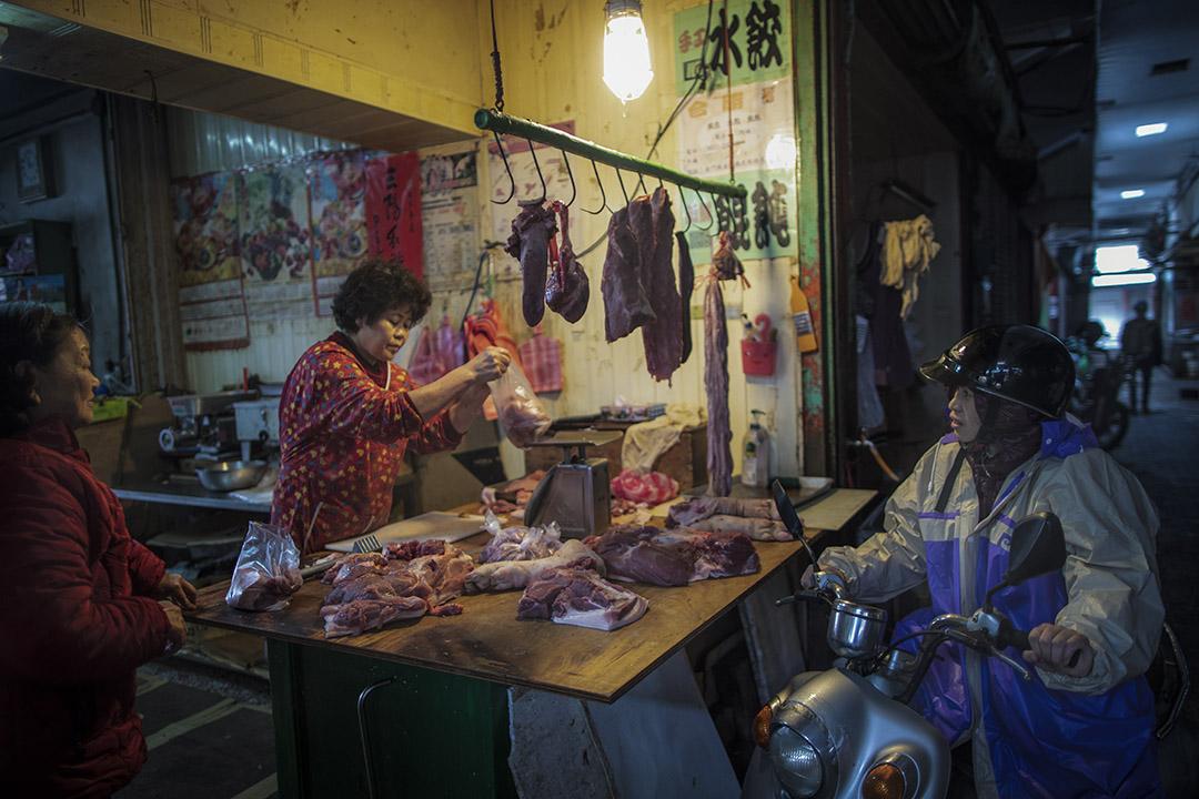 2019年1月5日,金門菜巿場的肉販如常賣豬肉。