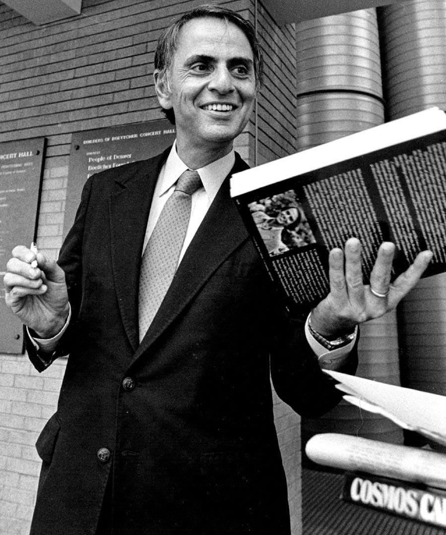Carl Sagan。
