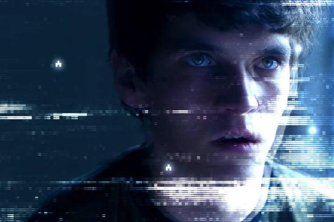 知名科幻諷刺劇集《黑鏡》在去年年底推出了劇場版《黑鏡:潘達斯奈基》。 電影海報