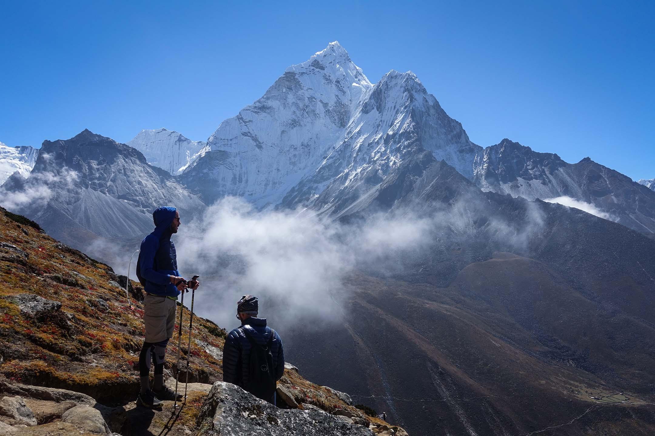 在丁伯崎附近的納賈桑丘(Nagarsang,5090m)進行高度適應。 圖:作者提供