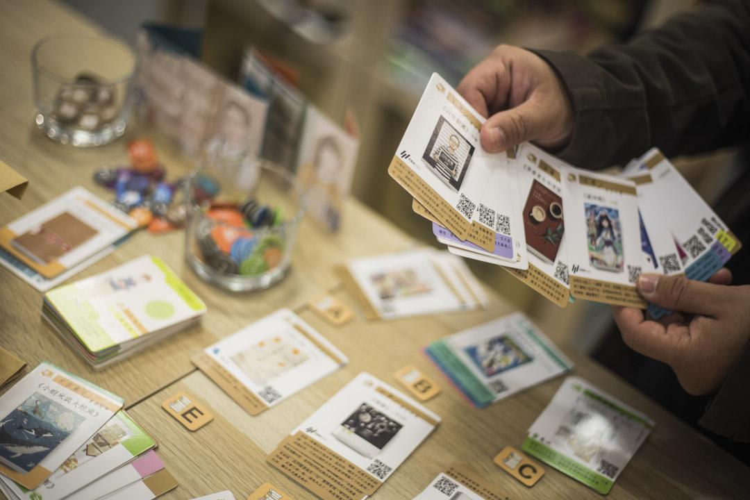 「選書師」桌遊,是選書職人遊戲化的一種互動式體驗。