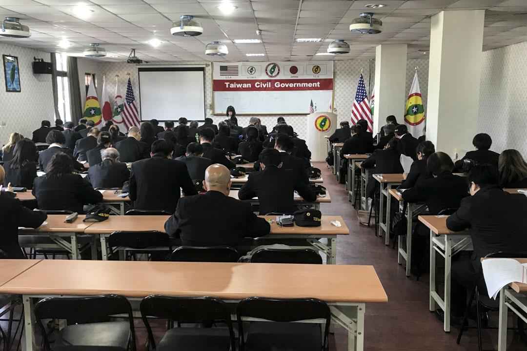 台灣民政府成員參加公務員考試及上課情況。