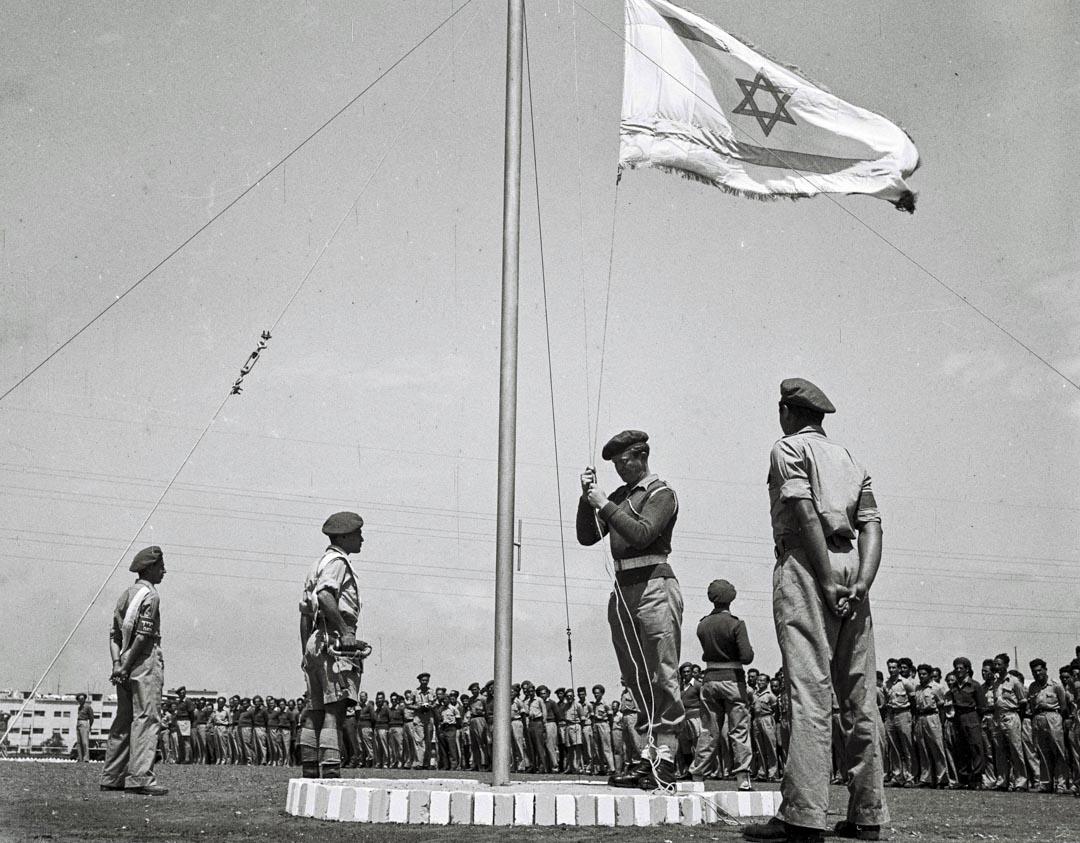 1948年4月27日,以色列國防軍訓練基地上,升起一面以色列國旗。