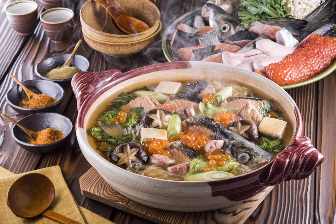北海道知名的鮭魚料理:石狩鍋。