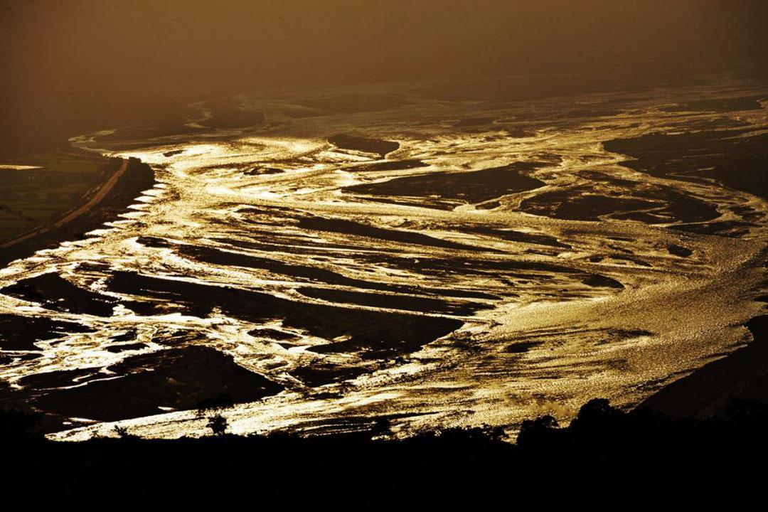 夕照下的卑南溪。