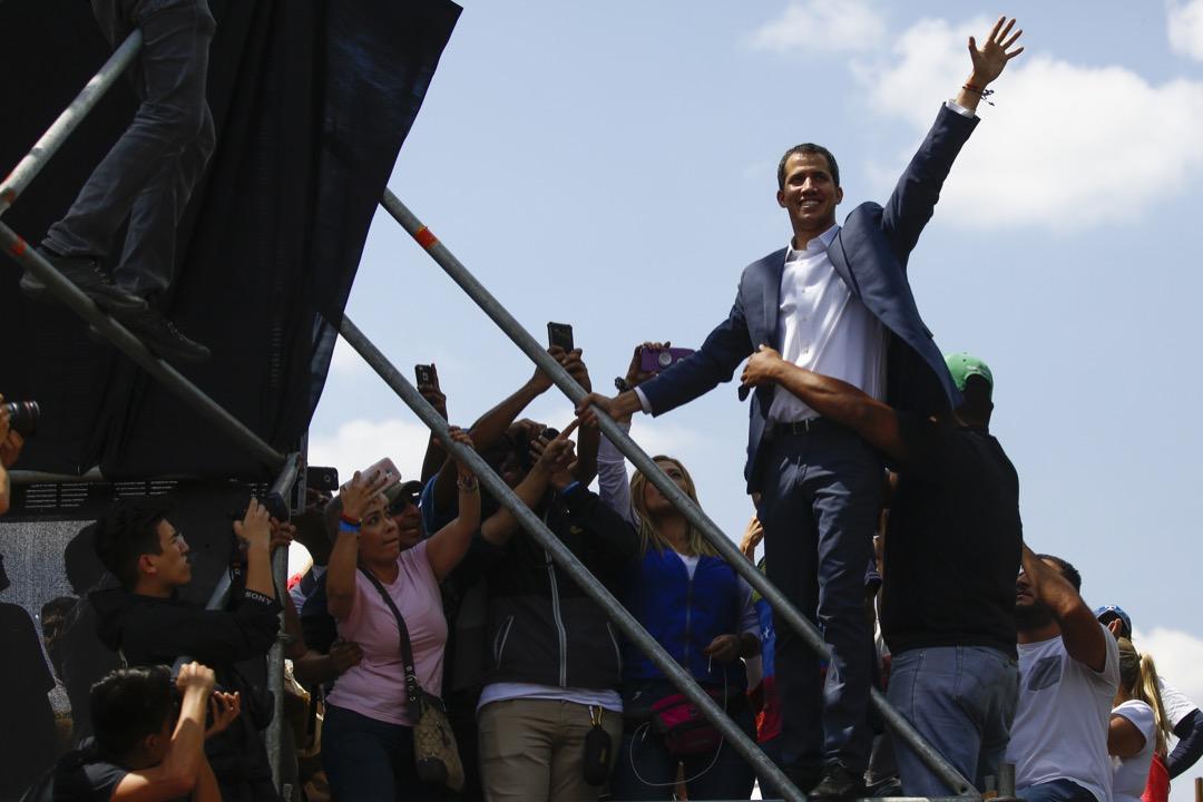 早前自行宣布擔任臨時總統的瓜伊多。