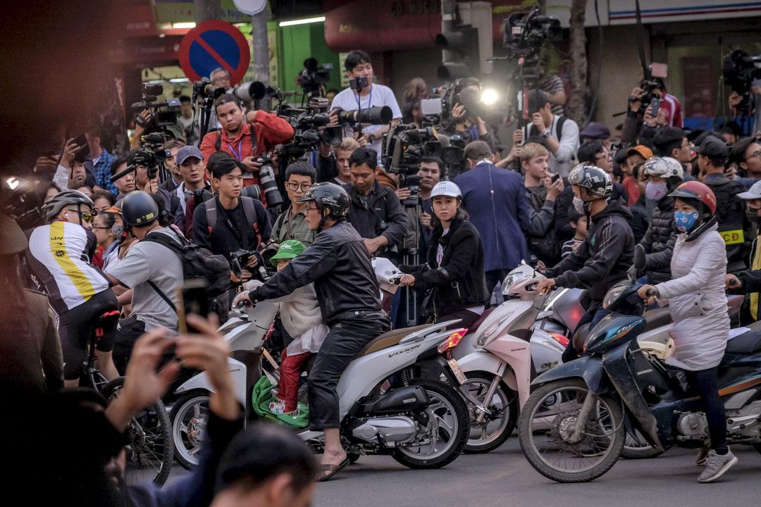 2019年2月27日,越南河內舉行的第二次美朝首腦峰會會場外,大批中外記者在記者區守候。