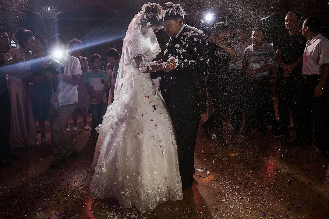 2014年8月2日中國新疆喀什市,一對維吾爾族夫婦的婚禮。