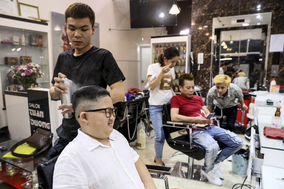 2019年2月20日,越南河內一家理髮店推出「免費理特朗普和金正恩髮型」的活動,吸引民眾前來理髮。