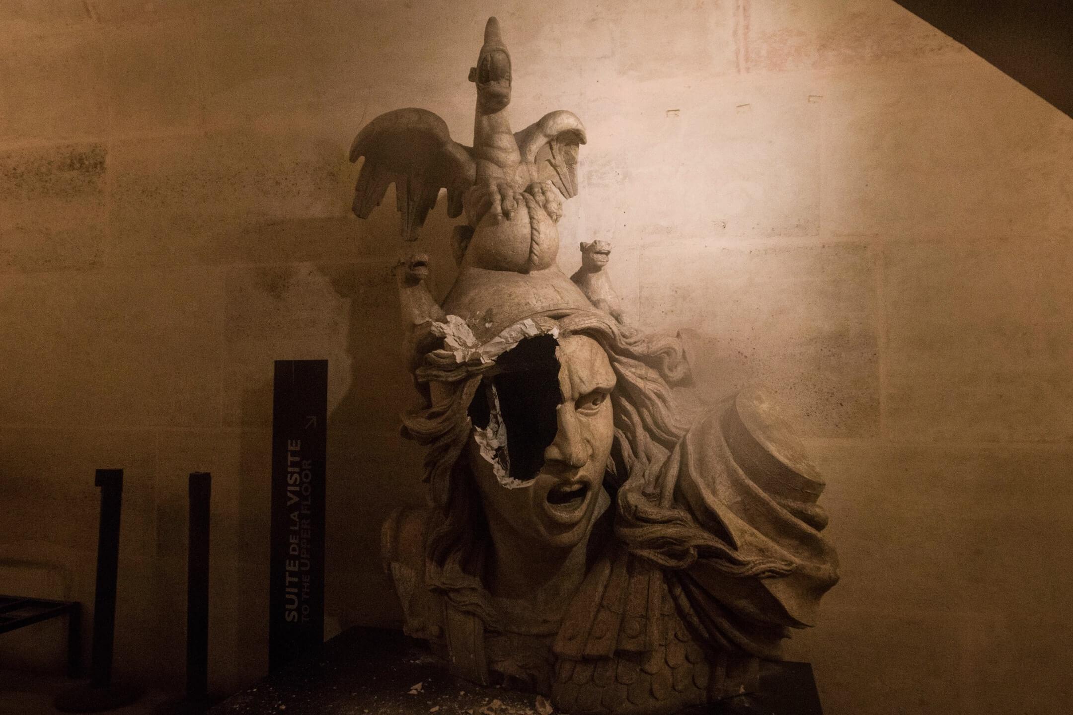 網絡雜誌Aeon在6月底發表題為《自由主義的多次死亡》的文章,發現自由主義在進入20世紀時又多死了幾次。那麼為什麼「自由主義會如此頻繁而持續地被宣告死亡」?圖為法國巴黎,凱旋門的一個象徵著自由的瑪麗安娜象,在黃背心運動中遭示威者破壞。 攝:Sathiri Kelpa/SOPA Images/LightRocket via Getty Images