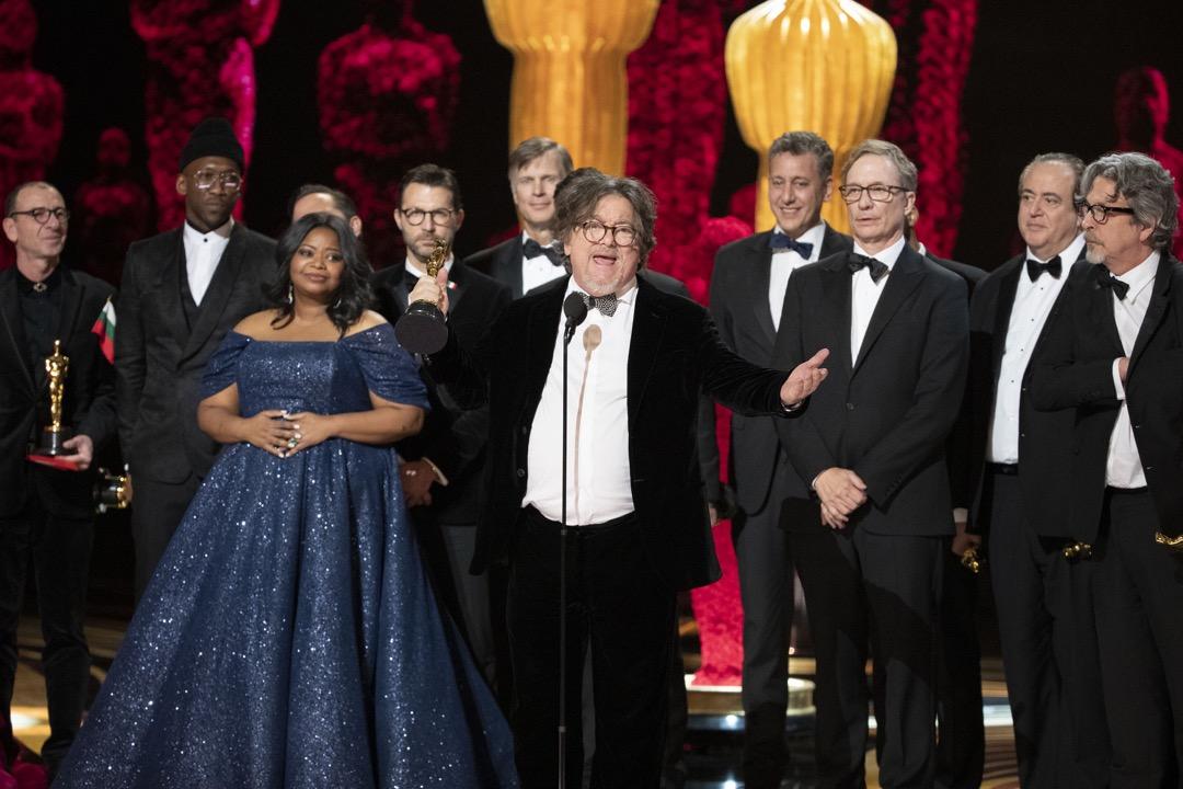 《綠簿旅友》電影班底到台上領獎。 攝:Craig Sjodin via Getty Images