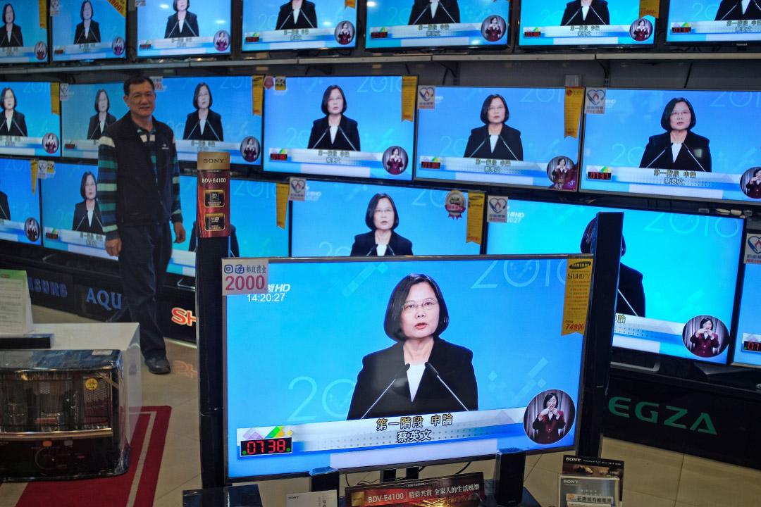 台灣公共電視成立後,政府陸續成立客家電視台、原住民族電視台等以族群為主體的公共媒體,但一直沒有台語頻道。