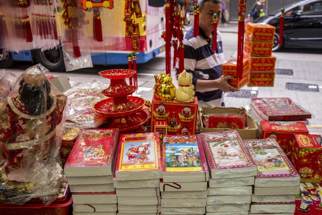 巿面上出售的通勝以「廣經堂」和「永經堂」為主,兩者的曆法部分均出自「蔡真步堂」之手。
