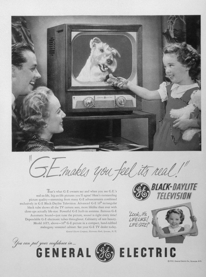 通用電氣於1951年的廣告:「G.E。 讓你感覺它真實!」。