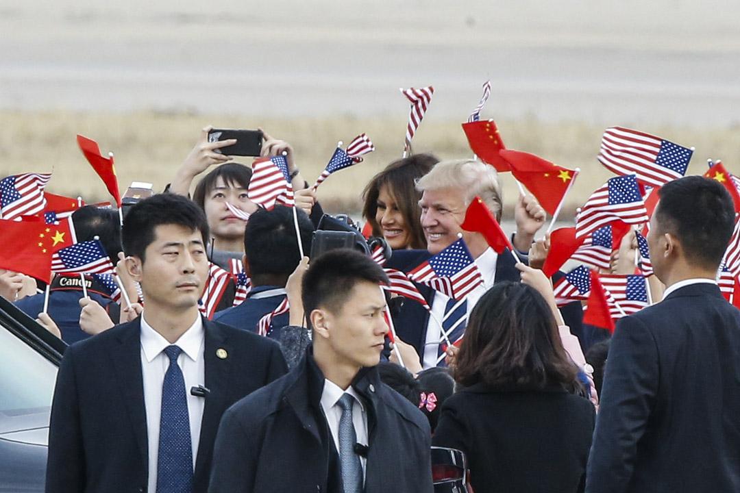 2017年11月8日,美國總統特朗普和第一夫人梅拉尼亞抵達北京機場開啟訪問中國之旅。