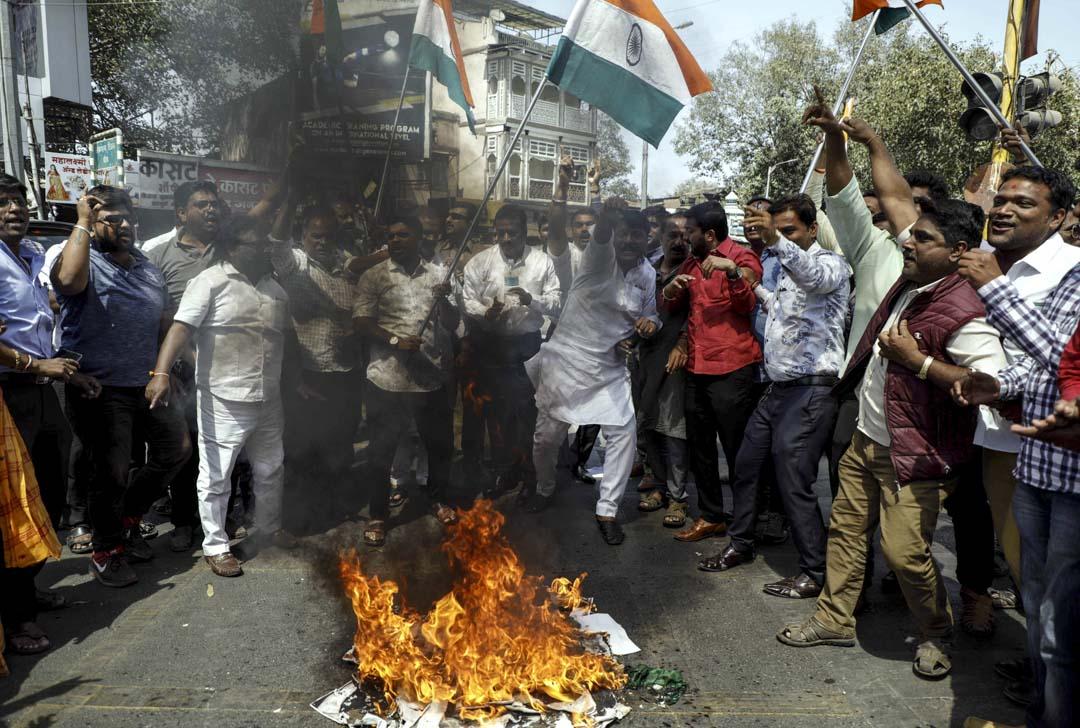2019年2月26日,印度軍方宣布空襲了克什米爾地區巴基斯坦一側的武裝分子營地,印度居民上街表達支持。