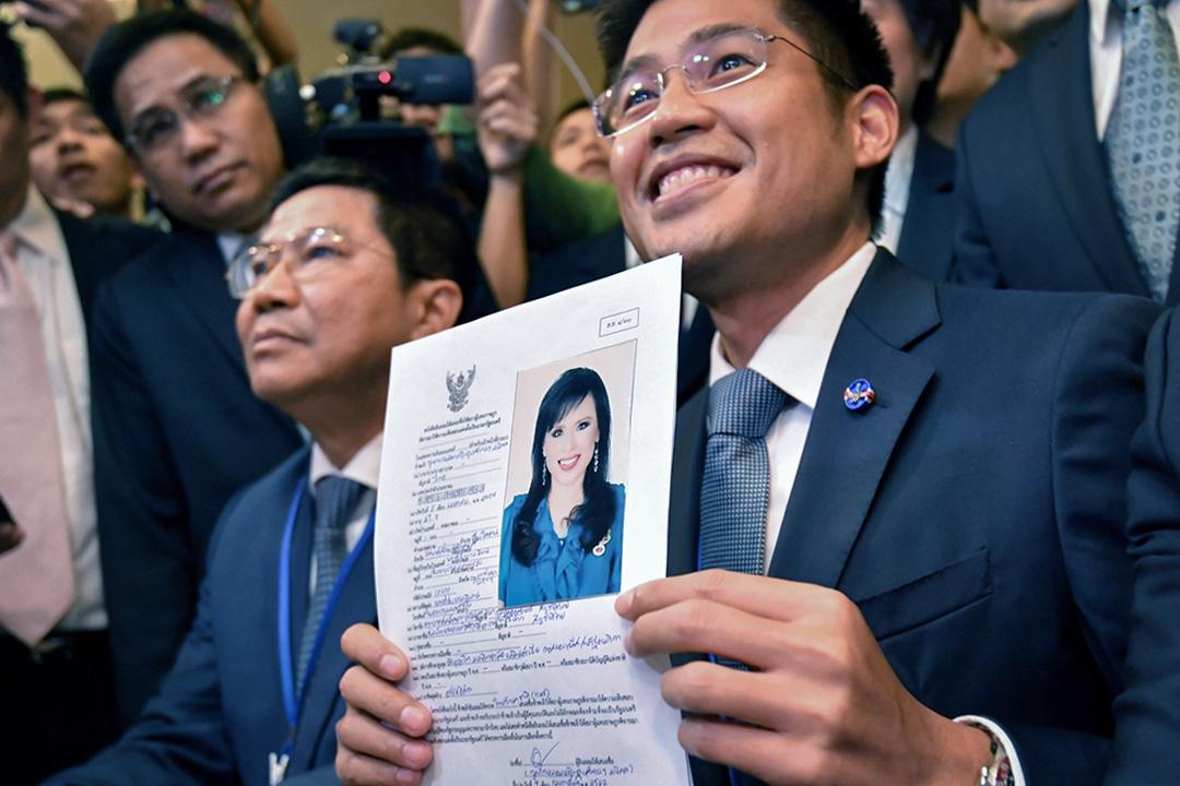 泰國TRC黨領袖Preechapol Pongpanich在2019年2月8日泰國曼谷舉行的選舉委員會選舉登記期間,提名烏汶叻公主作為總理候選人。