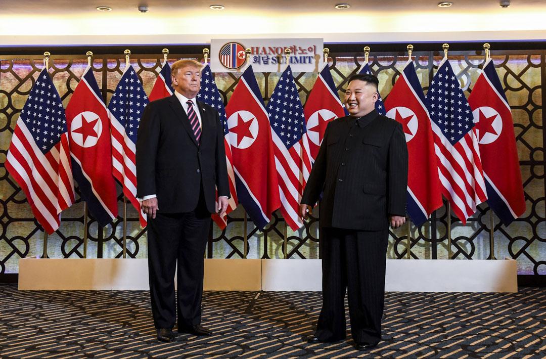 2019年2月27日,美國總統特朗普與北韓領導人金正恩抵達越南河內索菲特傳奇大都會酒店,準備進行會談。 攝:Saul Loeb/AFP/Getty Images