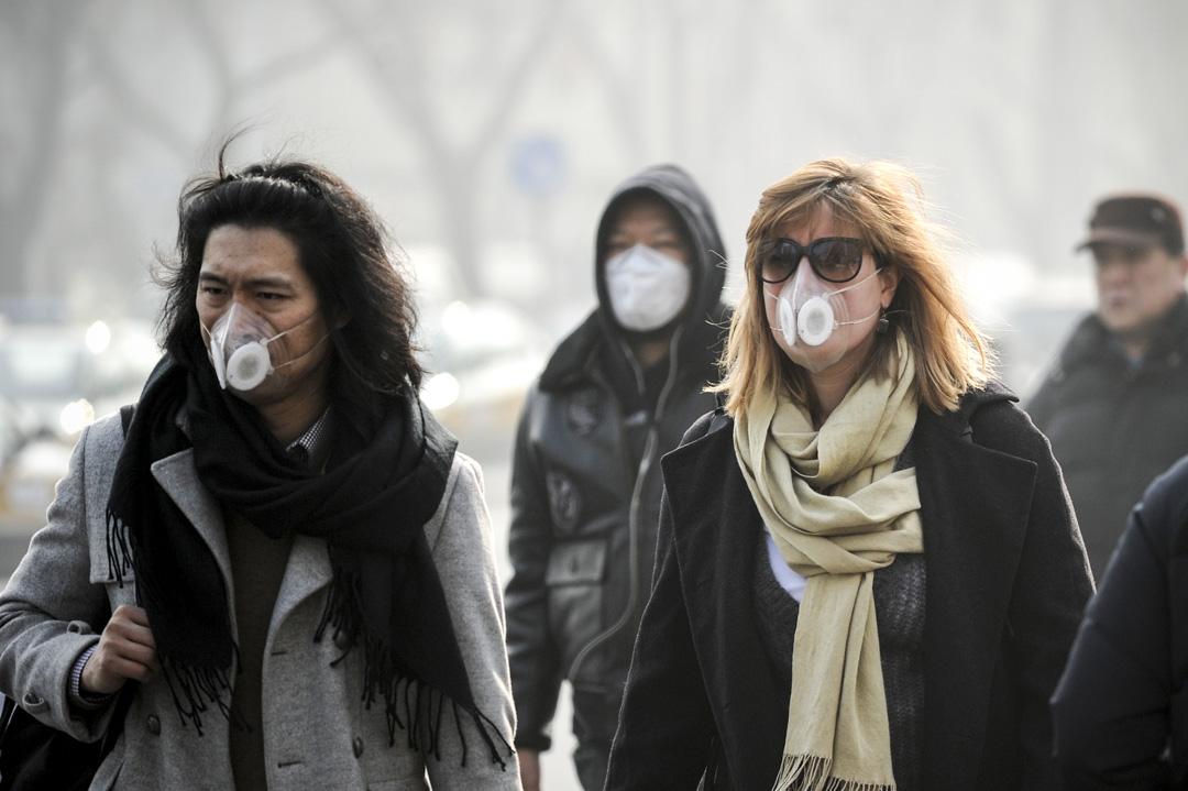 很多外國人受不了北京的霧霾,都辭職回國或者去其他國家。