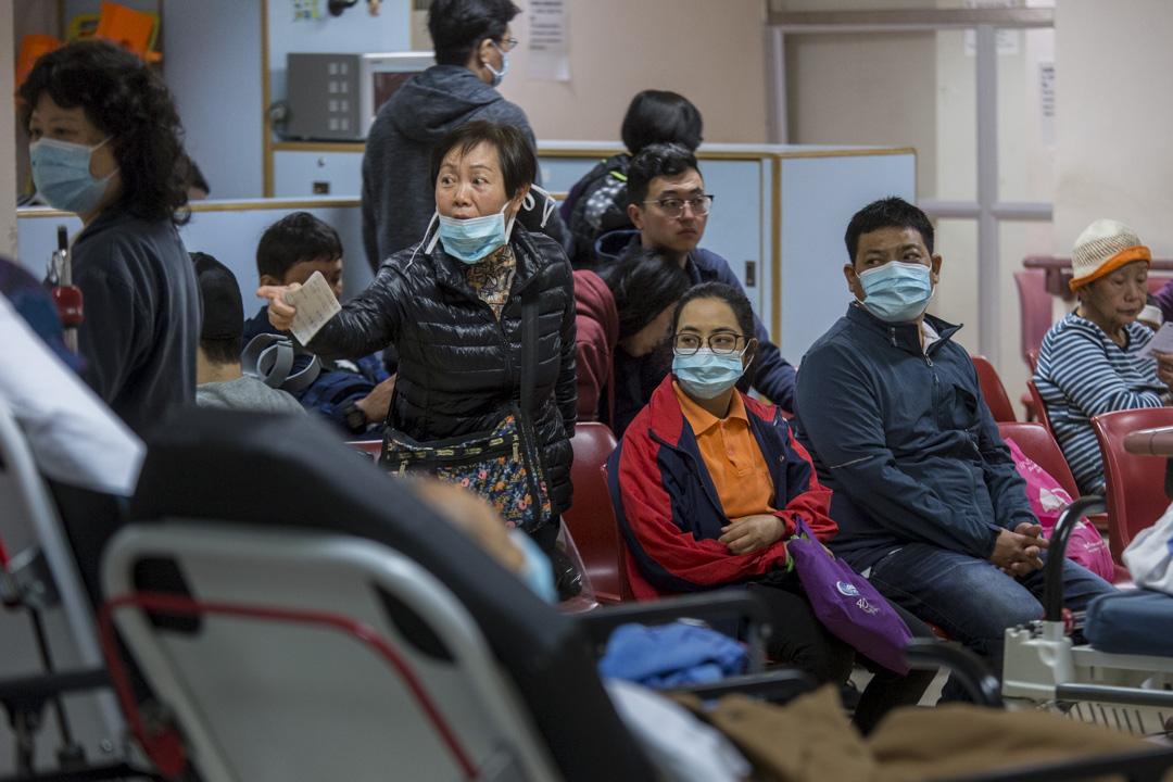 公立醫院急症室的等候病人。 攝:林振東/端傳媒