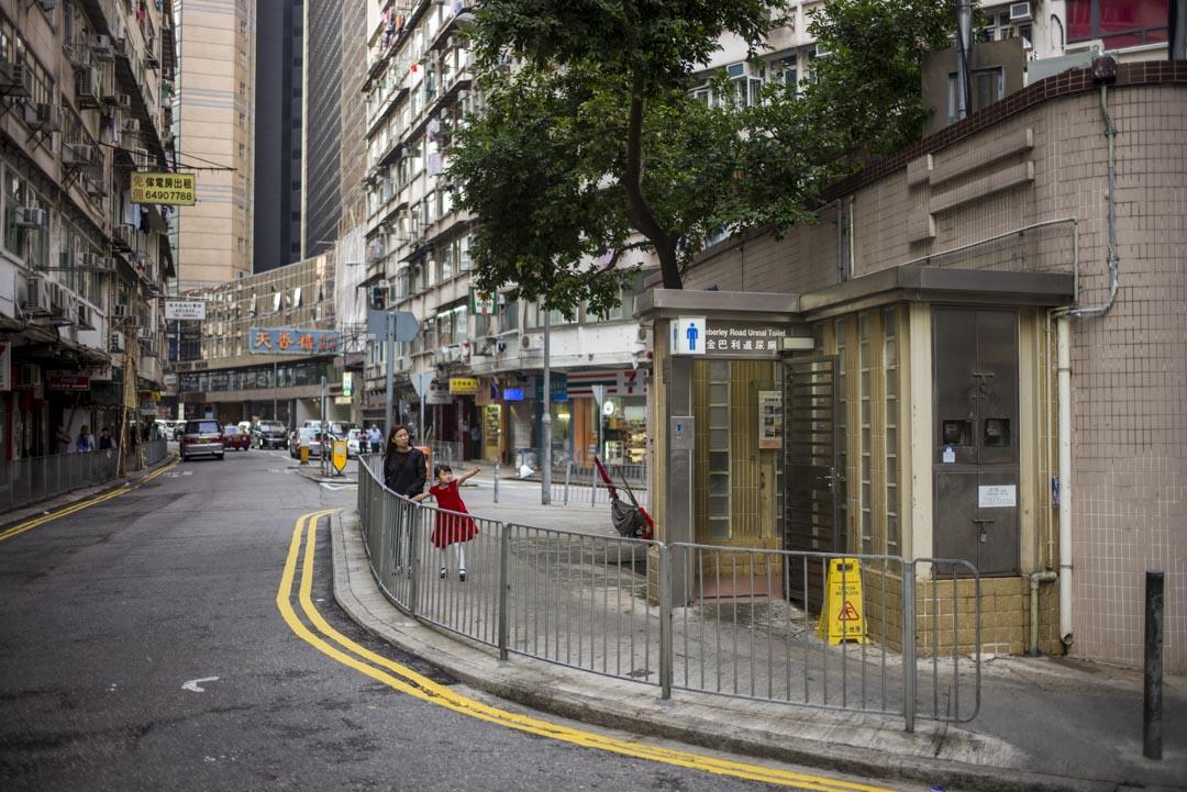尖沙咀金巴利道的三角公廁,是專為司機們而設的廁所。