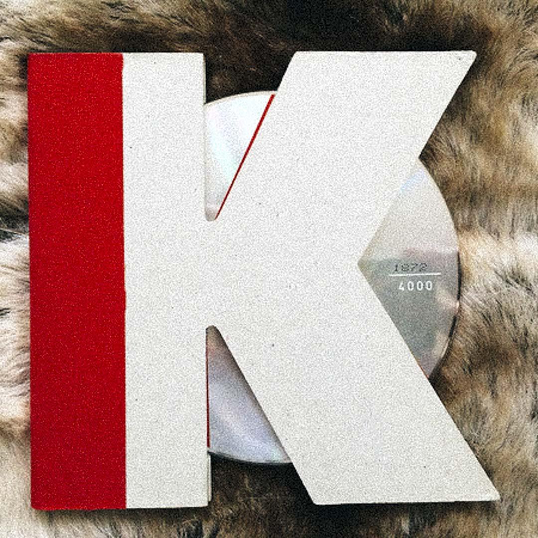 Karl Lagerfeld 親自操刀設計的「K」型環保包裝,在CD唱片包裝歷史上更是經典的典範之一。