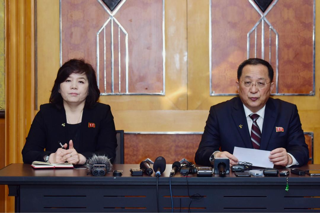 2019年3月1日凌晨,北韓外務相李勇浩召開記者會,否認北韓要求徹底解除制裁,稱若與美國再談判立場不變。 攝:Huy Phong/Getty Images