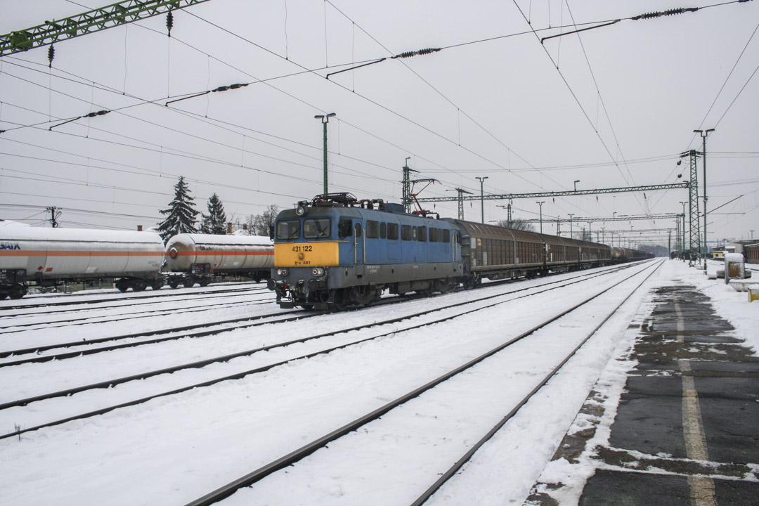 由卡萊比奧回布達佩斯的火車外的雪地景色。