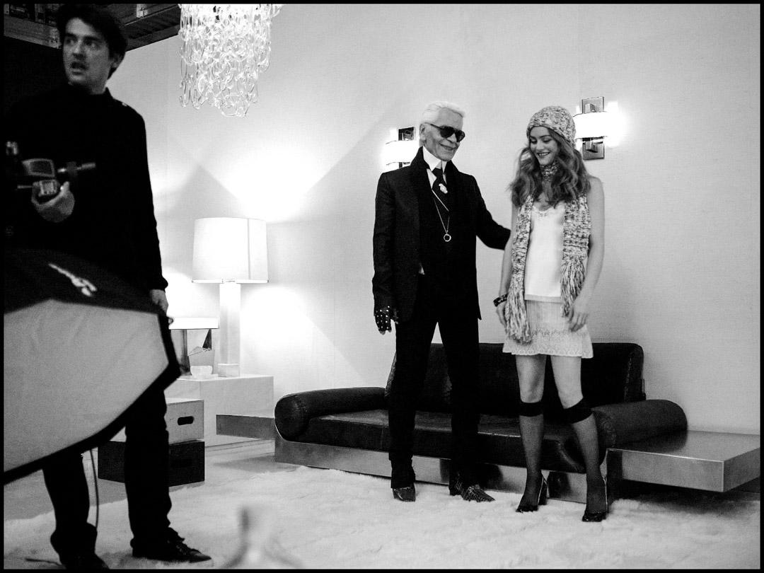 Karl Lagerfeld與Vanessa Paradis在2010年的一個拍攝現場。