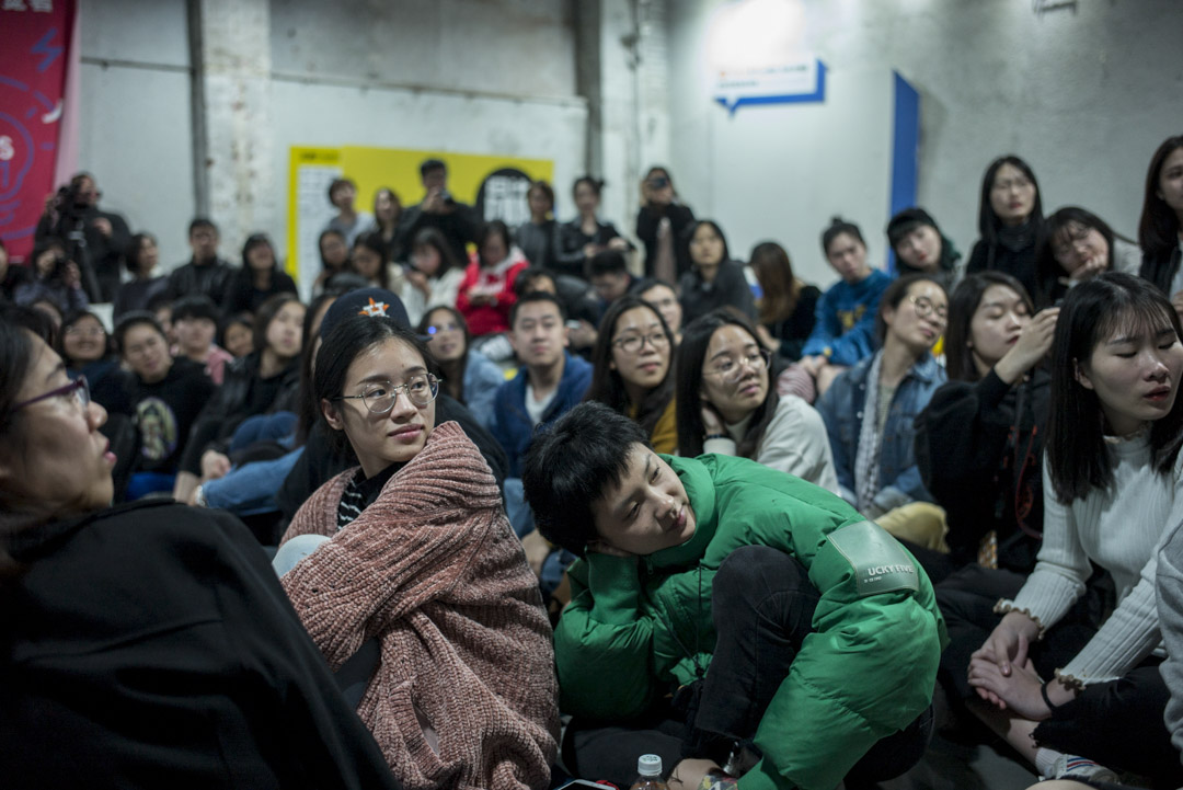觀眾逐漸在或溫情或不安的故事流動中被放下。