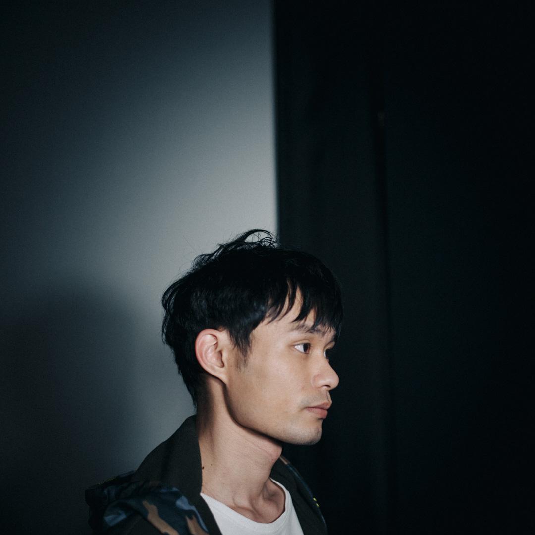 拍電影前,賴宇恒飾演了三年富士康的「張全蛋」,網民對他23年的人生沒有太大興趣,網絡上幾乎沒有一個正經的訪問關於「賴宇恒的人生」。