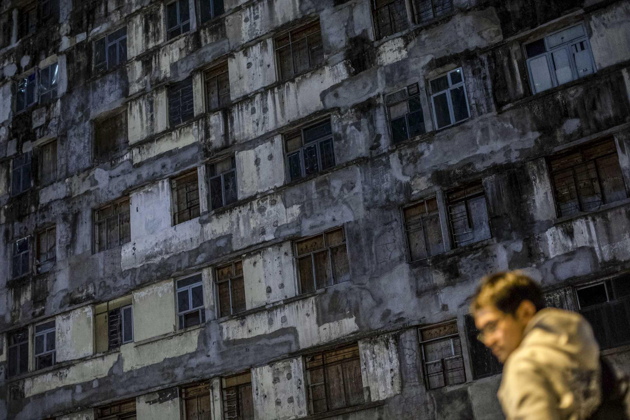 收回物業的消息公布後,大批攝影愛好者到裕民坊的平台拍照,希望拍下「天空之鏡」景色。 攝:Stanley Leung/端傳媒