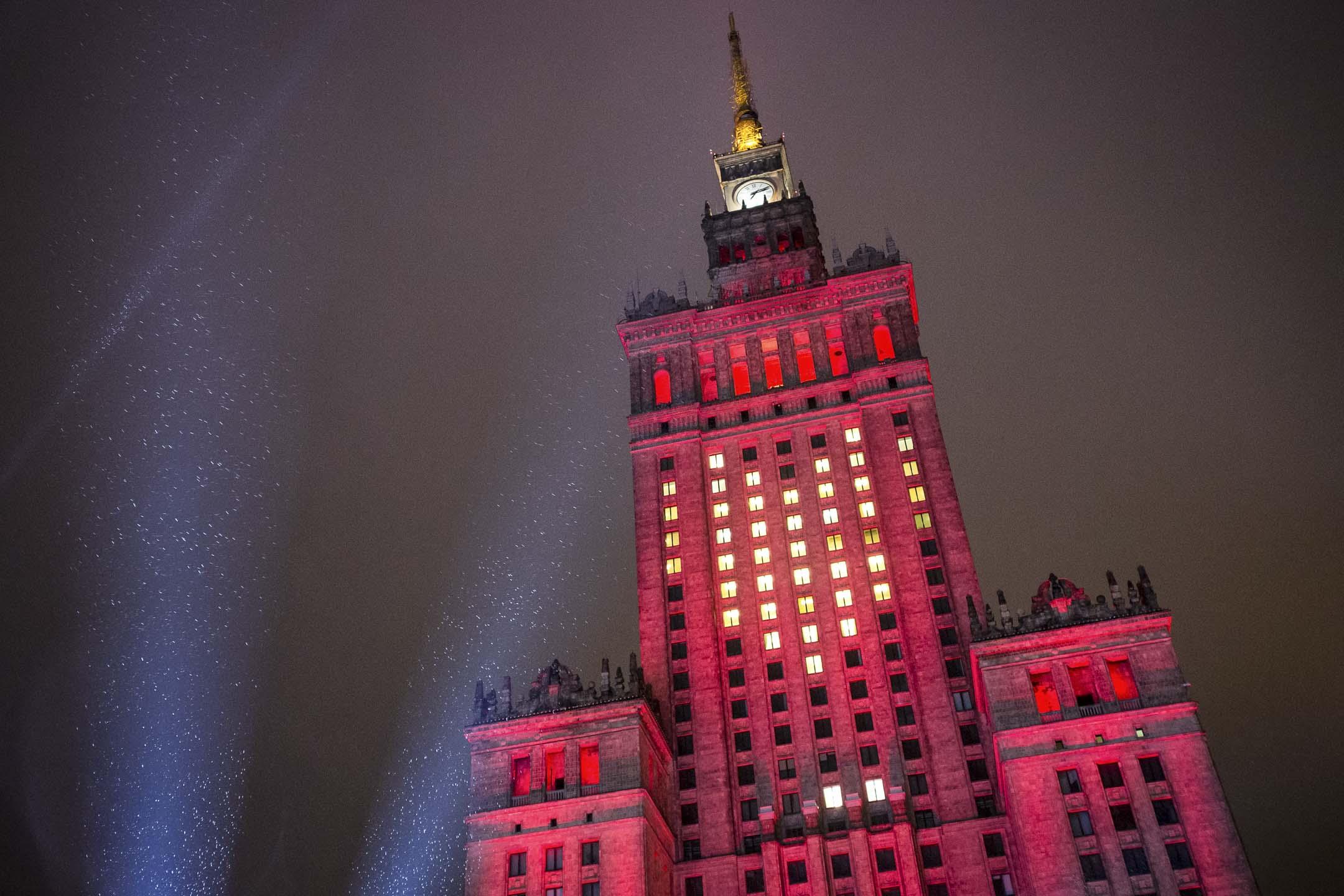 波蘭華沙的「科學與文化宮」大樓高237米,這座「史太林哥特」式建築落成於1955年,是當年蘇聯送給波蘭的禮物,直到今天仍是華沙最高樓。 攝: Mateusz Wlodarczyk/NurPhoto via Getty Images