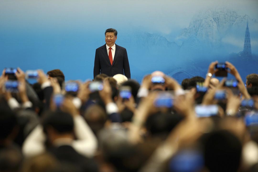 習近平在G20開幕式上將「寬農」讀作「寬衣」,讀錯一個字本來沒有什麼大不了的,可是網友拿來嘲諷這位有文革紅衞兵背景的人物不學無術,這就成了政治玩笑。