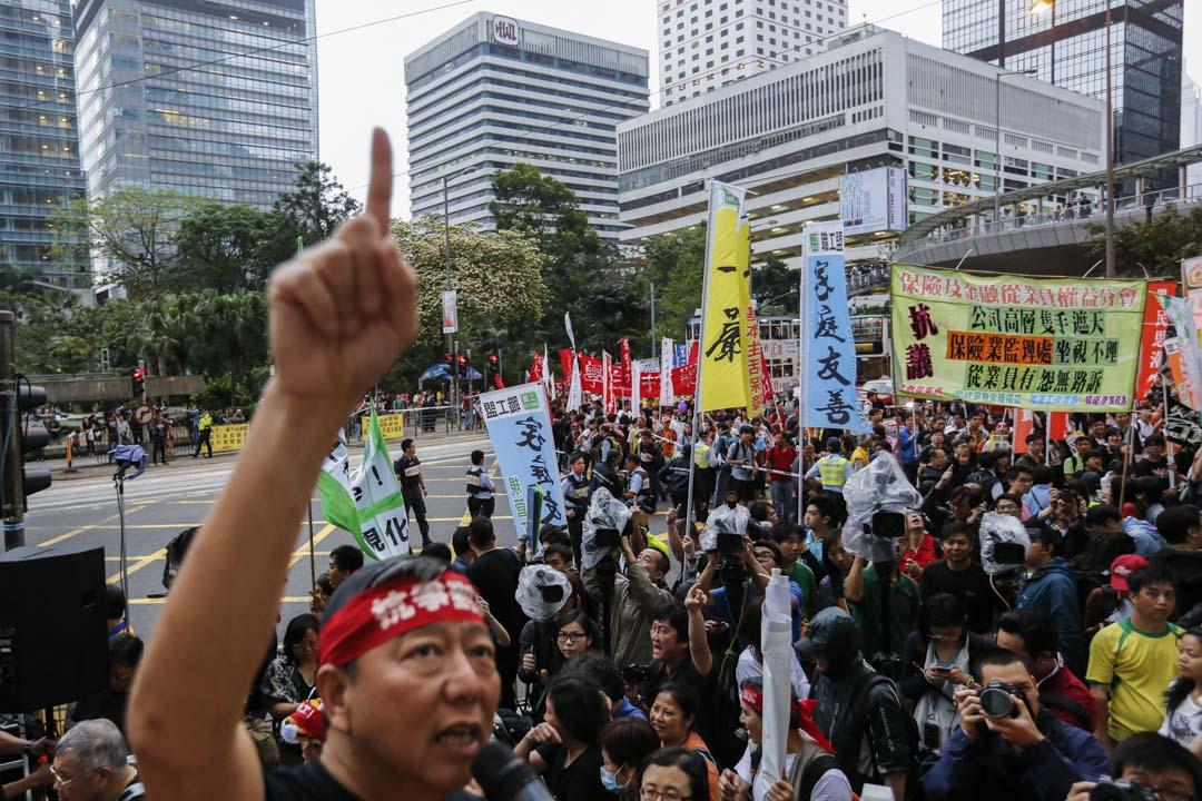 2013年5月11日,職工盟帶領五一勞動節遊行隊伍到達長江中心聲援貨櫃碼頭工潮。