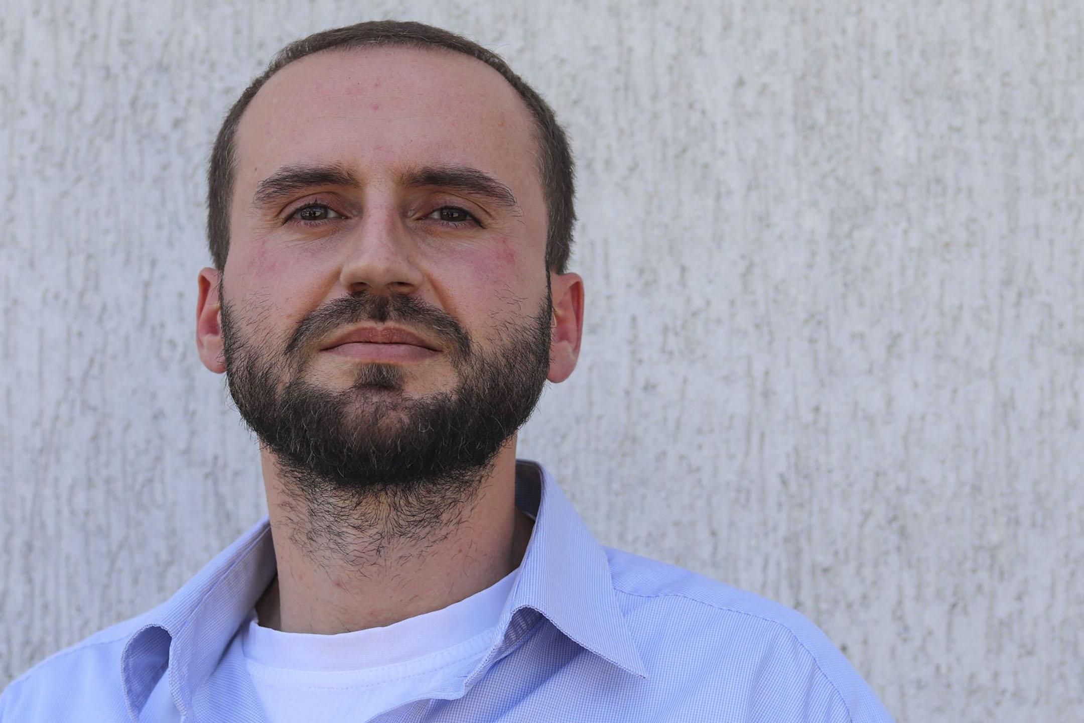 進入監獄前,在普利斯提納的艾伯特。