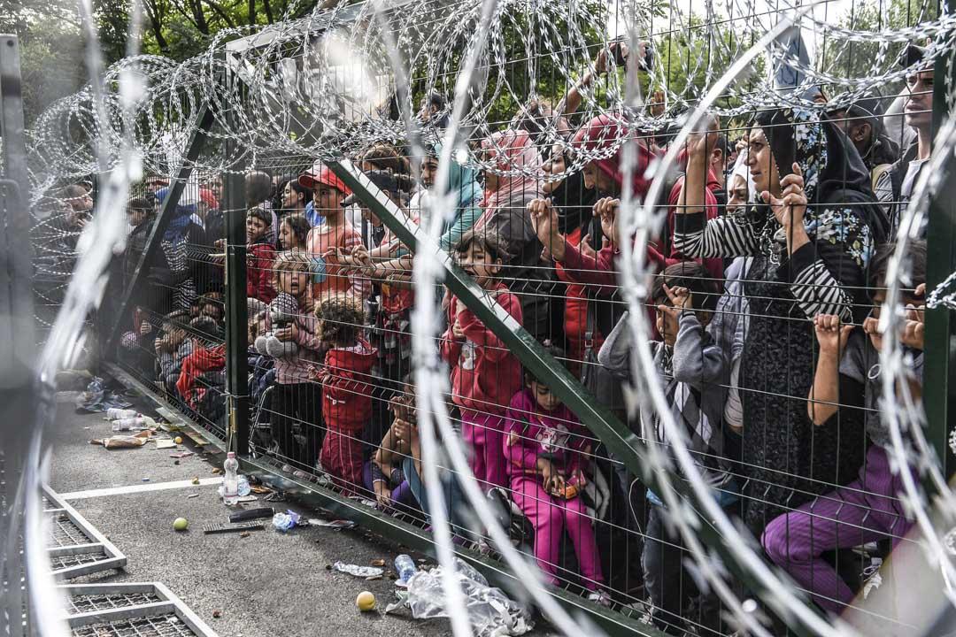 歐爾班曾說:「每一個移民都是對公共安全的挑戰」,難民們帶來了「追求我們妻子和女兒的黑幫份子」)。
