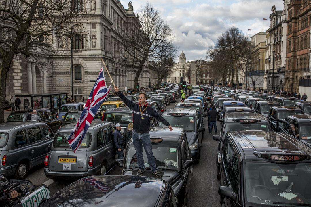 在《現代世界的誕生》一書中,麥克法蘭聚焦「現代性的發源地」的英國。圖為2016年2月10日,英國倫敦的士司機抗議uber行動。  攝:Dan Kitwood/Getty Images