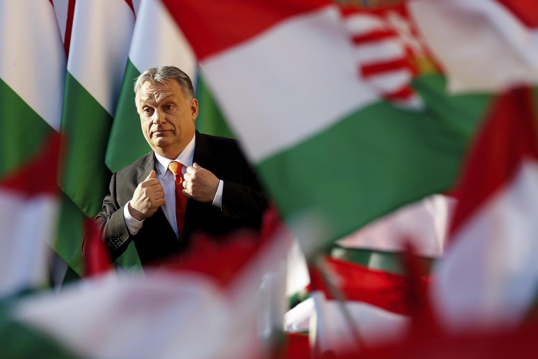 從2010年開始,匈牙利政府採取了許多措施來建立歐爾班的一人集權統治和限制民主與法律的統治。