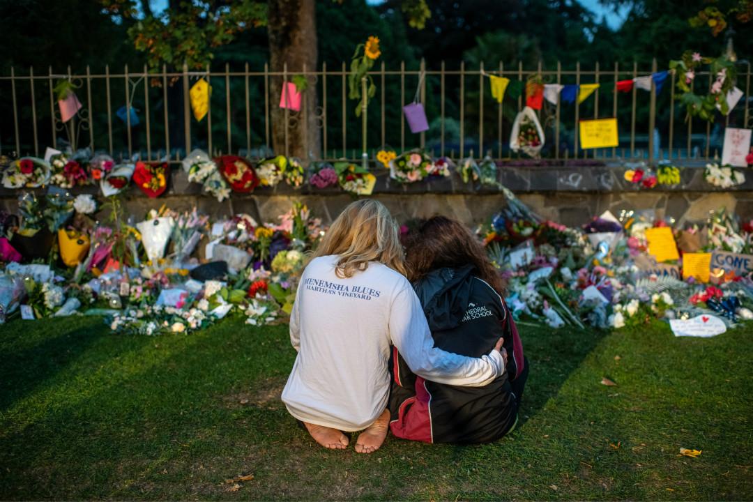 2019年3月17日,紐西蘭基督城,民眾悼念槍擊案遇難者。 攝:Carl Court/Getty Images